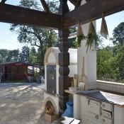 Außenküche mit Brotbackofen